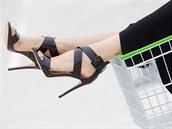 Hedvika má na sobě: sukni, Lucia Verona; boty, Aldo