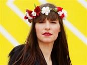 Hedvika má na sobě: šaty, Yaxi Taxi; vestu z umělé kožešiny, Vero Moda;...