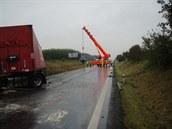 P�i tragick� nehod� nedaleko Pet�valdu muselo zasahovat p�t hasi�sk�ch jednotek.