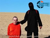 Alan Henning na videu islamistů.