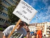 Protestní blokáda dopravy na kruhové k�i�ovatce u Slávie v Náchod� m�la...