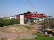 V Opatovicích nad Labem stavba�i budují p�emost�ní k�i�ovatky, po kterém jednou...