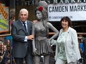 Rodi�e Amy Winehouse se sochou dcery