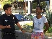 Daniele Wattsová se p�i zadr�ení policisty rozplakala.