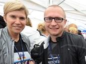 Kate�ina Neumannová a Luká� Kone�ný p�i p�lmaratonu v Ústí nad Labem.