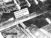Proražený strop zavazadlového prostoru a podlaha kabiny pro cestující.