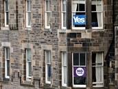 Ano a Ne skotské nezávislosti na domě v Edinburku