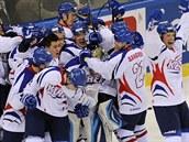 Korej�tí hokejisté se radují ze �slavné� výhry nad Ma�arskem.