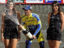 GEJZÍR ŠTĚSTÍ. Alberto Contador slaví po vítězství ve 20. etapě Vuelty.