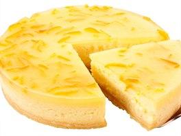 Tvarohový dezert sernik ozdobený citronovou kůrou
