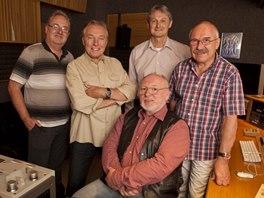 Karel Gott a produkční tým alba S pomocí přátel