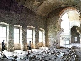 Východní oratoř v době před začřátkem rekonstrukce.