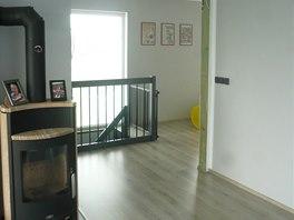 Pohled z obývacího pokoje do chodby