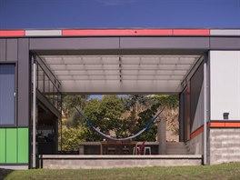 Centrálním prvkem celého domu je terasa s houpací sítí, která byla velkým...