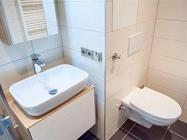 Koupelna byla s toaletou spojen� ji� p�ed rekonstrukc�.