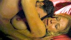 Nah� britsk� here�ka Helen Mirrenov� v lechtiv� sc�n� ve filmu Hn�zdo ne�esti...