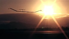 Solární dron