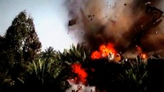 Záb�r z videa Plameny války, které zve�ejnil Islámský stát a jím� chce...
