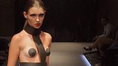 Festival mladé módy p�edstavil mén� i více odvá�né modely. Tenhle je z kolekce...