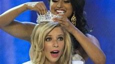 Miss America 2014 Nina Davuluri korunuje novou kr�lovnu kr�sy, kterou se stala...