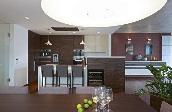 Kuchyň je otevřená do jídelny a obývacího pokoje a i to je důvod, proč jsou