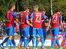 Plzeňští fotbalisté oslavují gól na hřišti Táborska.