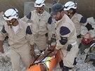 Civilní obrana Idlíbu zveřejnila na konci září fotografie, jak se snaží pomáhat na severu Sýrie (21. srpna 2014).