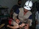 Civilní obrana Idlíbu zveřejnila na konci září fotografie, jak se snaží pomáhat na severu Sýrie (28. srpna 2014).