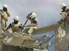 Civilní obrana Idlíbu zveřejnila na konci září fotografie, jak se snaží pomáhat na severu Sýrie (21. září 2014).