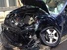 P�i nehod� sanitky a volkswagenu nedaleko Karlova n�m�st� v Praze byli zran�ni...