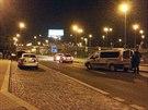 Kvůli nálezu granátu v autě museli policisté uzavřít obousměrně ulici Pod...