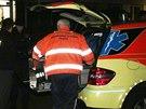 Policist� a z�chran��i zasahovali v byt� v pra�sk� Kr�i, kde mu� pobodal �enu....