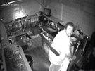 Mu�, kter� o pr�zdnin�ch dvakr�t vykradl st�nek v Kon�vov� ulici v Praze