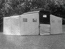 Rozložený stan měl tři samostatné části, interiér vozu se používal jako ložnice.
