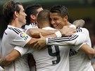 TÝMOVÉ OBJETÍ. Fotbalisté Realu Madrid se radují z gólu do sítě Vilarrealu,...