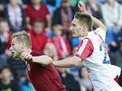 Slávistického útočníka Milana Škodu (vpravo) se snaží ubránit Jakub Brabec ze...