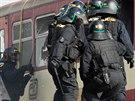 Zásah pořádkové policie proti chuligánům ve vlaku na Dnech NATO v Ostravě