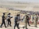 Turecko otevřelo své hranice kurdským uprchlíkům, jejichž vesnice v Sýrii