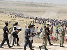 Turecko otev�elo sv� hranice kurdsk�m uprchl�k�m, jejich� vesnice v S�rii