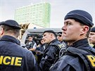 Neznámý pachatel zaměstnal v posledních dnech svoji hrozbou desítky policistů,...