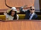 Novomanželé Clooney a Alamuddinová mávali fanouškům, kteří obsadili benátské...