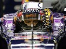 NACHYSTAN�. Sebastian Vettel v kvalifikaci na Velkou cenu Singapuru.