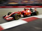 RYCHLOST. Kimi Räikkönen v kvalifikaci na Velkou cenu Singapuru.