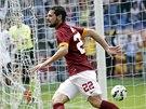 Mattia Destro z AS Řím se raduje z právě vstřeleného gólu.