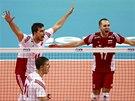 Nahecovaní volejbalisté Polska ve finále mistrovství světa.