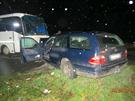 Tragická nehoda auta a autobusu na Jičínsku