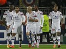 Fotbalisté Lyonu slaví gól.