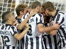 Fotbalisté Juventusu Turín se radují z gólu.