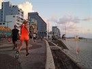 Beton, pláž a běh - to je přímořský život v Tel Avivu
