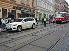 nejaky bezmozek zablokoval tramvajovou trat v ulici milady horakove